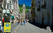 Picturesque shopping streets in Sterzing